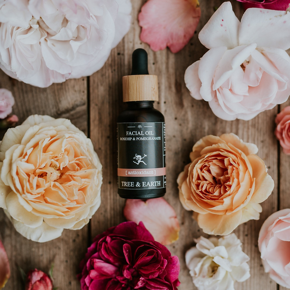 Tree & Earth Rosehip & Pomegranate facial oil. Anti-aging and rich in antioxdants,