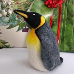 Penguinwithpresents.jpg