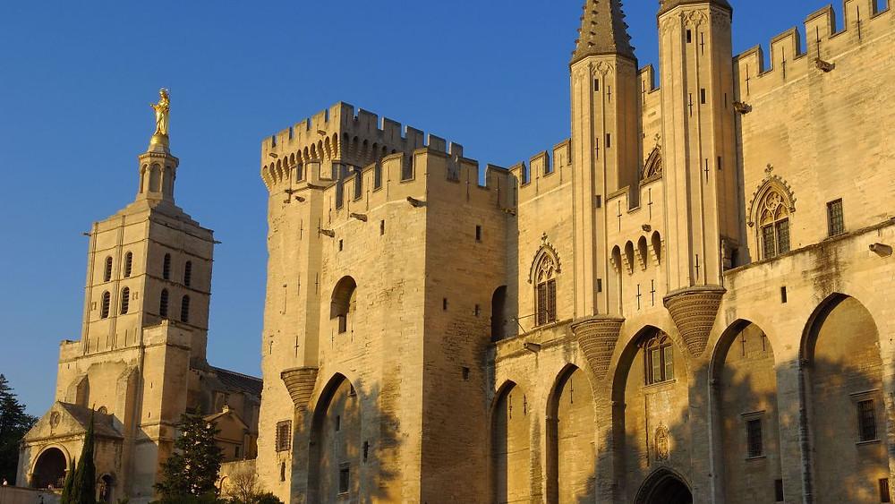 Avignon, Palais des Papes et cathédrale Notre-Dame des Doms.