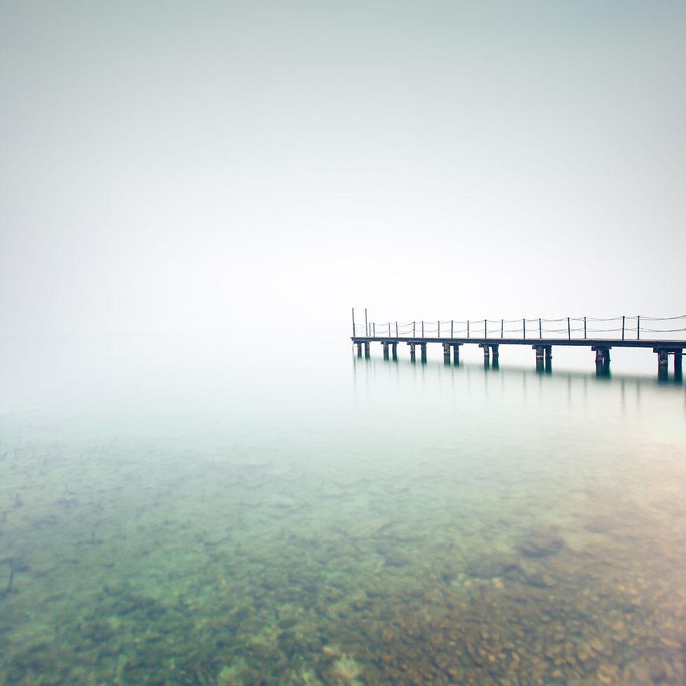 Muelle con niebla