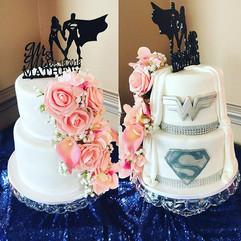 Double sided wedding cake_! 😮😍 #SoInLo