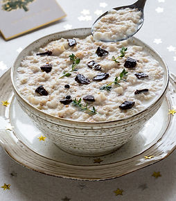 Traditional bread sauce with black garlic twist