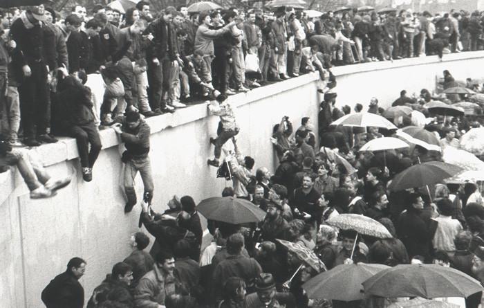 muro-di-berlino-caduta-dicembre-1989-apertura-Porta-Brandeburgo-Schaefer.jpg