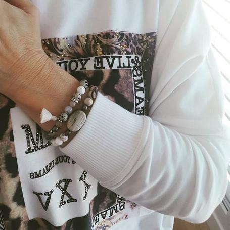 Deux petits bracelets plus clairs aujour