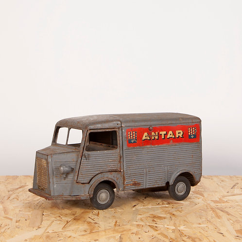 WELL WORN MODEL CITROËN HY ANTAR ADVERTISING TRUCK