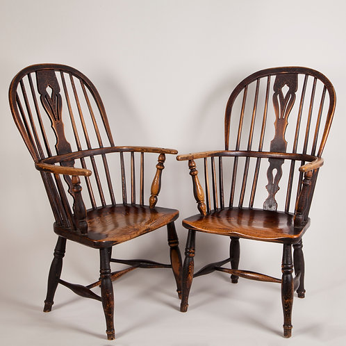 FANTASTIC PAIR OF BEAUTIFULLY PATINATED WINDSOR CHAIRS