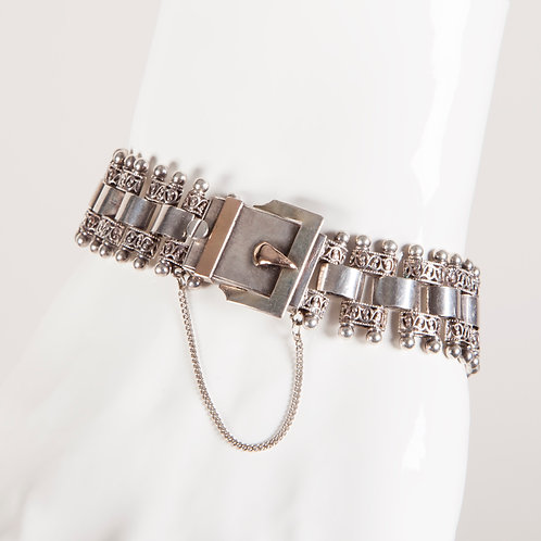 19TH C. SILVER BOOK CHAIN BRACELET WITH BUCKLE DETAILING