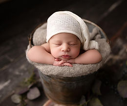 NEWBORN SESSION BOOKING FEE $150