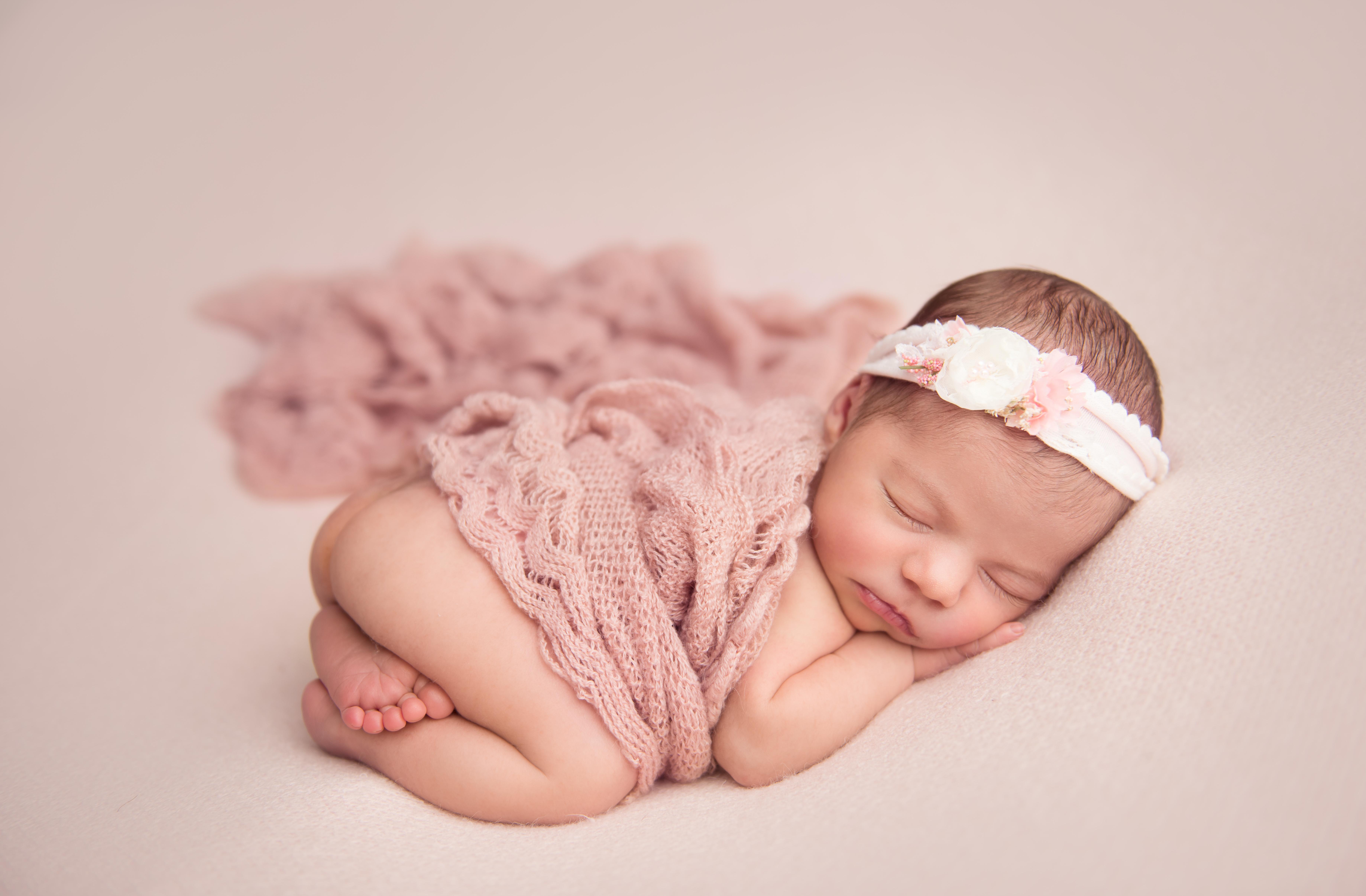 bum up pose newborn baby