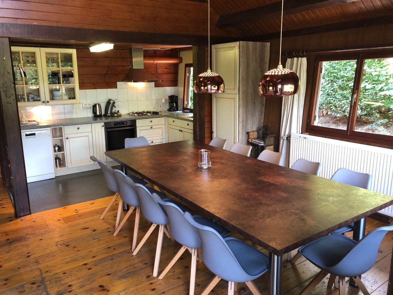 tafel en keuken