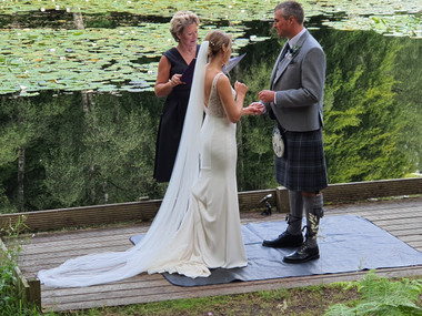 Scottish elopement wedding. Lesley Anderson Celebrant. Thistle Piping Central Scotland
