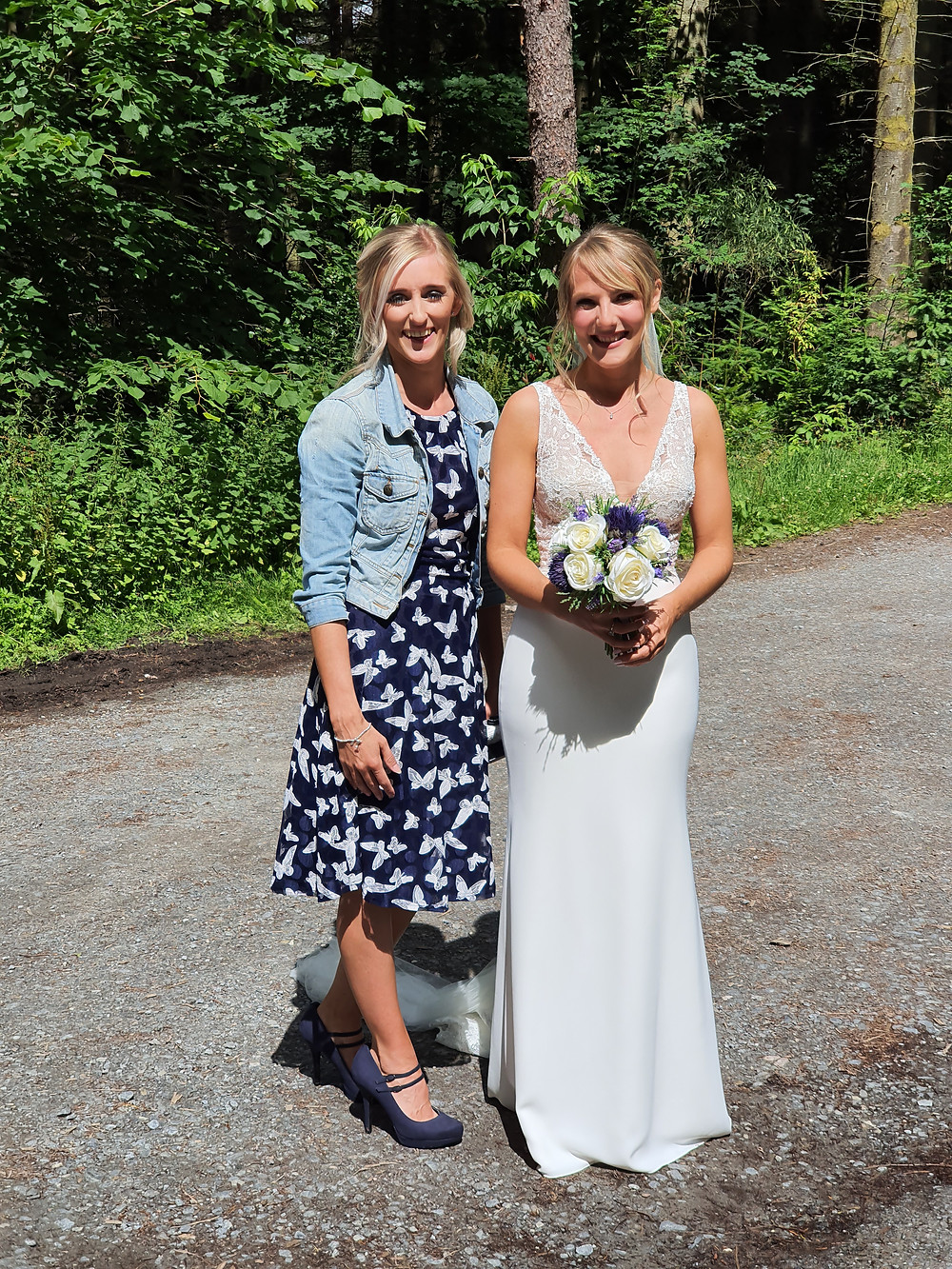 Bride Jennifer and Bridesmaid Rachel arriving at a covid enforced elopement at Dunmore Loch, Pitlochry, Scotland. Wedding Piper is Thistle Piping Central Scotland. Elopement Piper Scotland