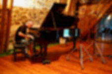 Seamus Kearney playing the piano, recording original compositions. Seamus Kearney, Seamus Kearney Media, TV & Radio Journalist, France & Europe Correspondent, Freelance & Independent, Media Relations Consultant, Media Trainer, Moderator of Conferences & Debates, Based in Lyon, France