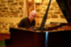 Seamus Kearney playing the piano, recording his original piano compositions. Seamus Kearney, Seamus Kearney Media, TV & Radio Journalist, France & Europe Correspondent, Freelance & Independent, Media Relations Consultant, Media Trainer, Moderator of Conferences & Debates, Based in Lyon, France