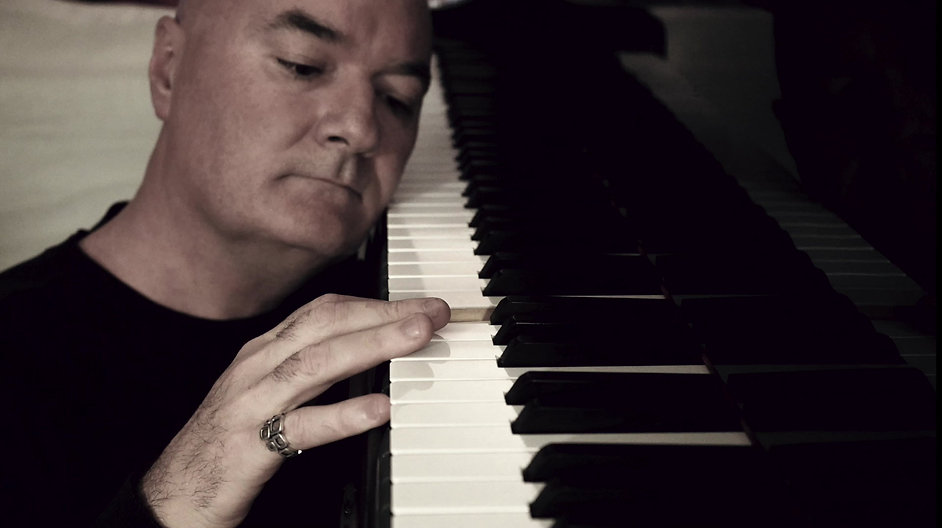 Video teaser for the piano concert of Seamus Kearney: Salle Molière in Vieux Lyon on the 19th of December 2020 at 5pm. A concert of his album of original piano compositions, Journeys Inside My Piano.