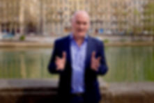 Seamus Kearney of Seamus Kearney Media, piece to camera for a TV report. Seamus Kearney, Seamus Kearney Media, TV & Radio Journalist, France & Europe Correspondent, Freelance & Independent, Media Relations Consultant, Media Trainer, Moderator of Conferences & Debates, Based in Lyon, France