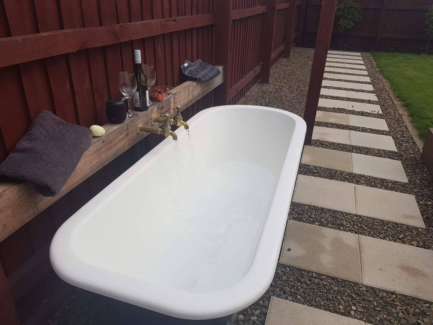 Garden Bath - Teddington Chip