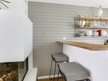Avant/Après: une pièce à vivre modernisée par Decorexpat