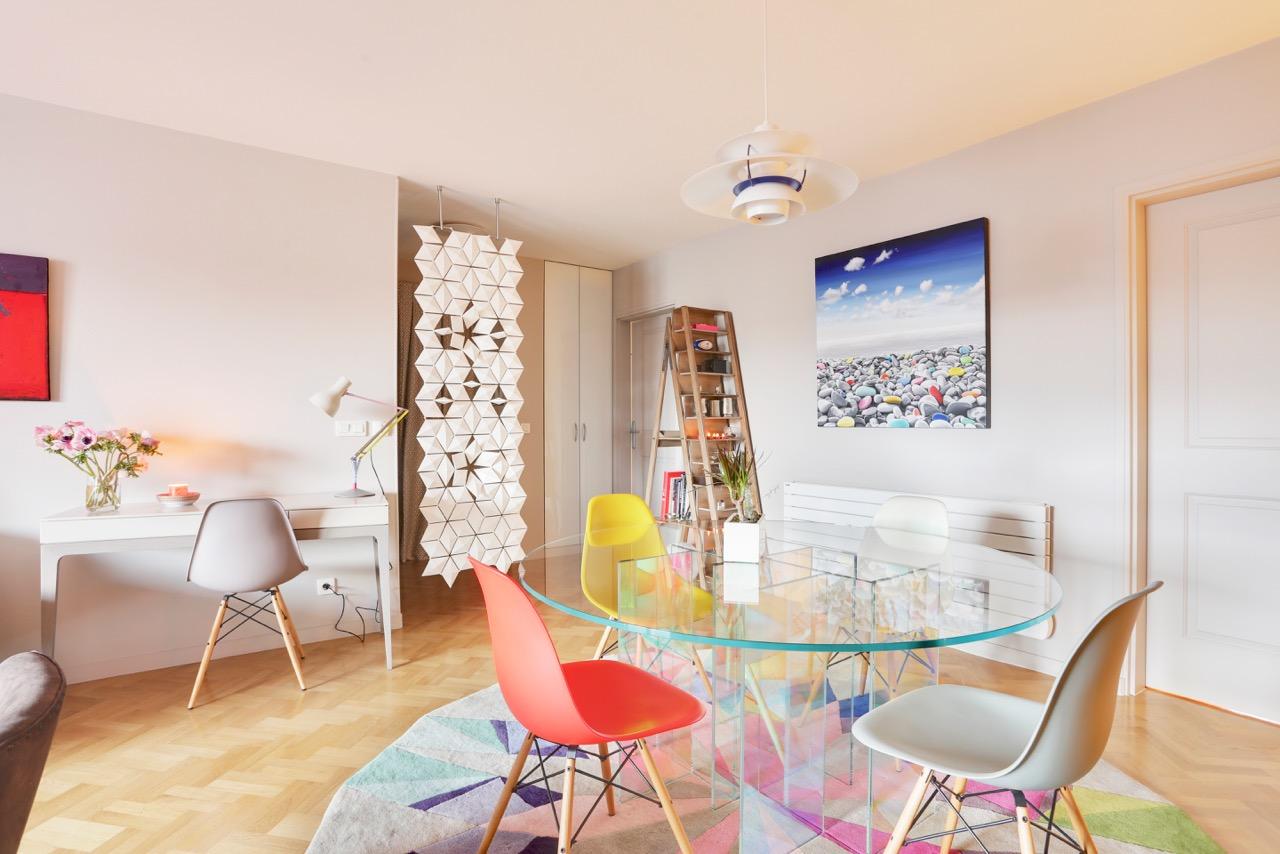 Salle à manger colorée et design