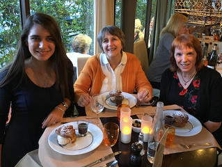 Un dîner à Paris.