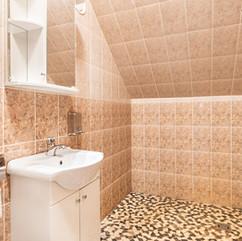 Peamaja koridoris olev ühine vannituba