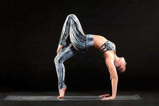 Woman-doing-yoga-556933.jpg