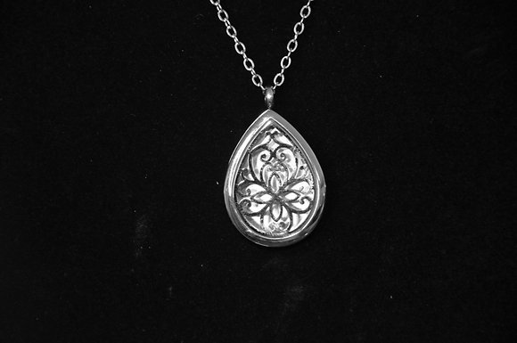 Aromatherapy Locket Necklace - Lotus design