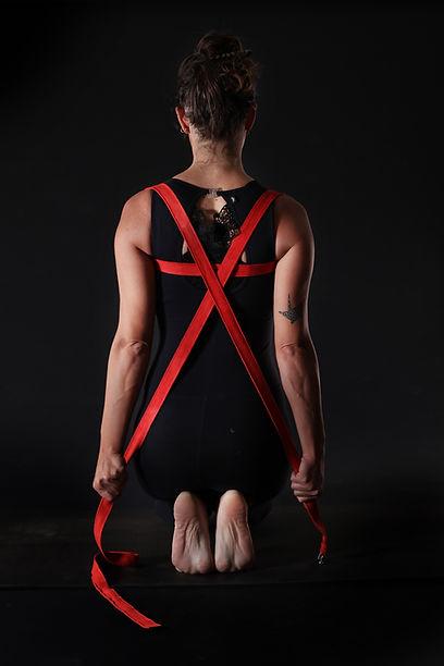 kyphosis, shoulder opener | פתיחת כתפיים בעזרת רצועה לטיפול בקיפוזיס