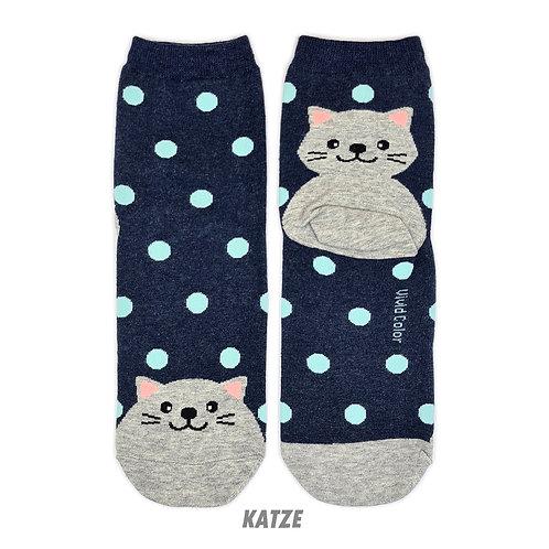 Dots on the Toe - Katze