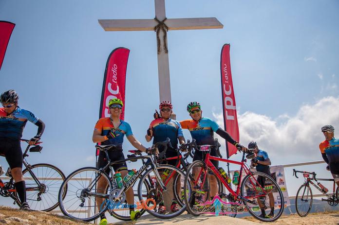 grupo de amigos en el cerro de la cruz