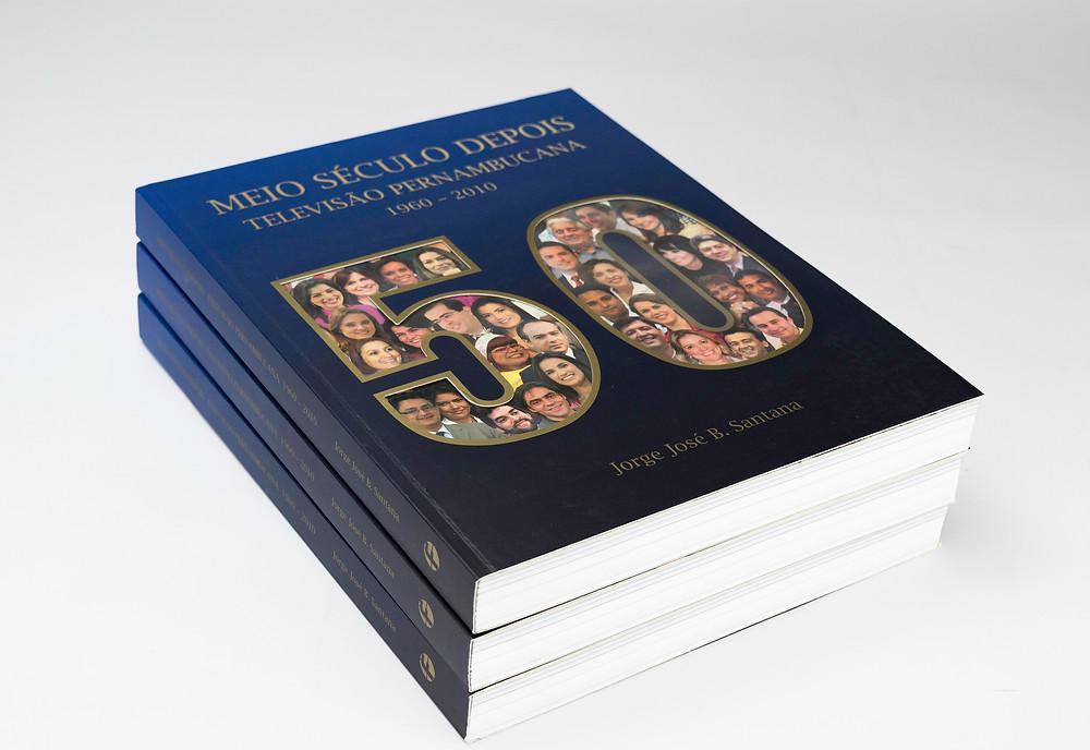 Neste livro, o autor, Jorge José revela detalhes da história da televisão pernambucana. Ele teve a experiência de ter participado da implantação da televisão na década de 60. Um livro que ficou na história da comunicação de Pernambuco.