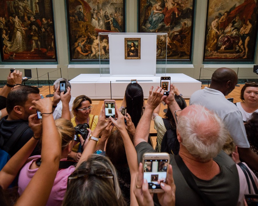 Crowds at Louvre take pictures of The Mona Lisa
