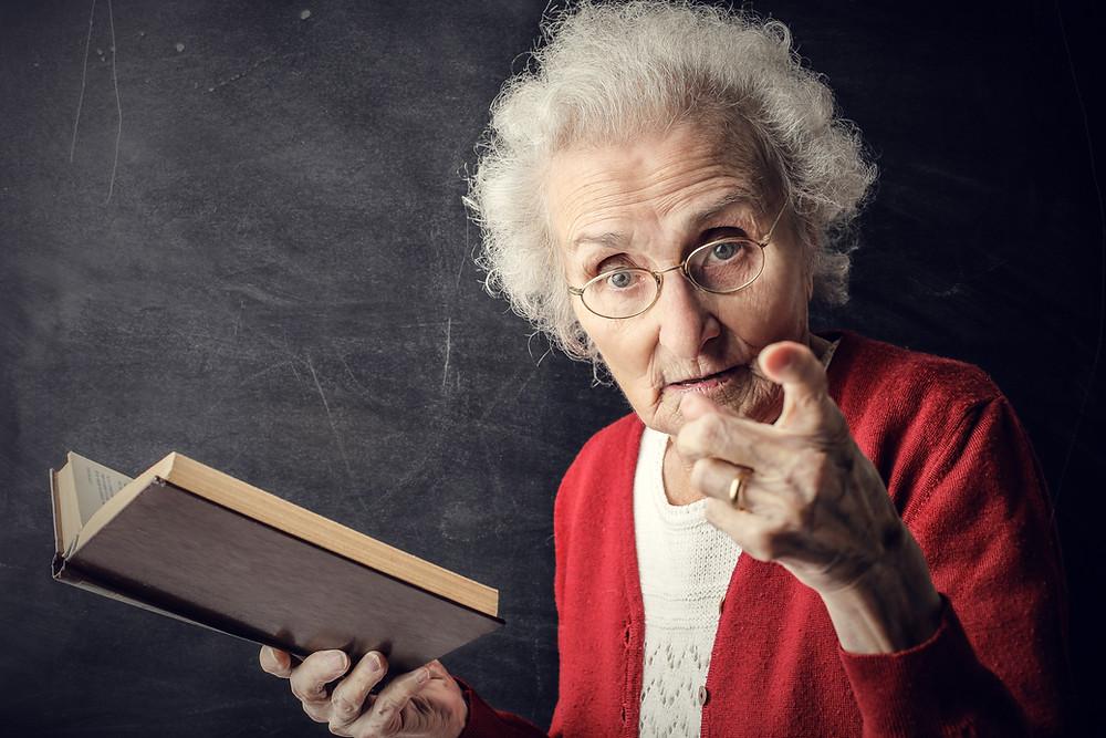 Old teacher giving Medium lessons