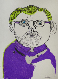 man met geel haar, bril en paars shirt