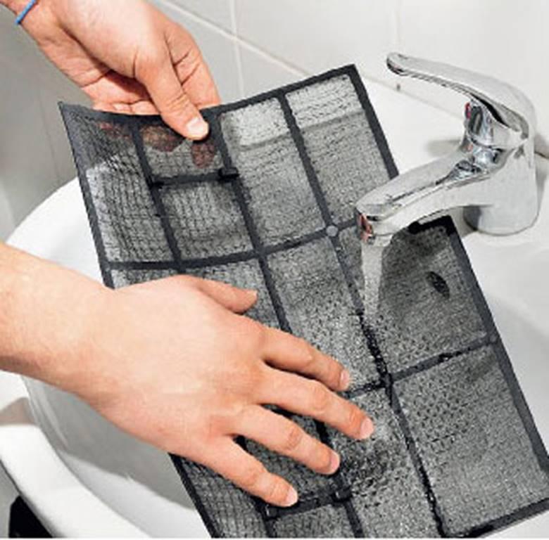 Промыть водой с мылом