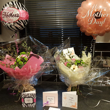 Mothers day bouquet, balloon & card