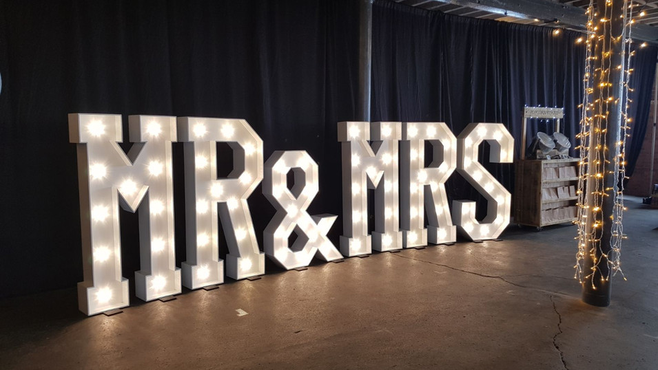 5ft LED Mr & Mrs Letters