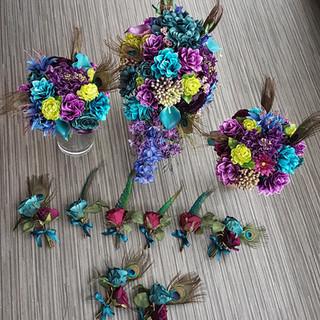 Artificial peacock buttonholes