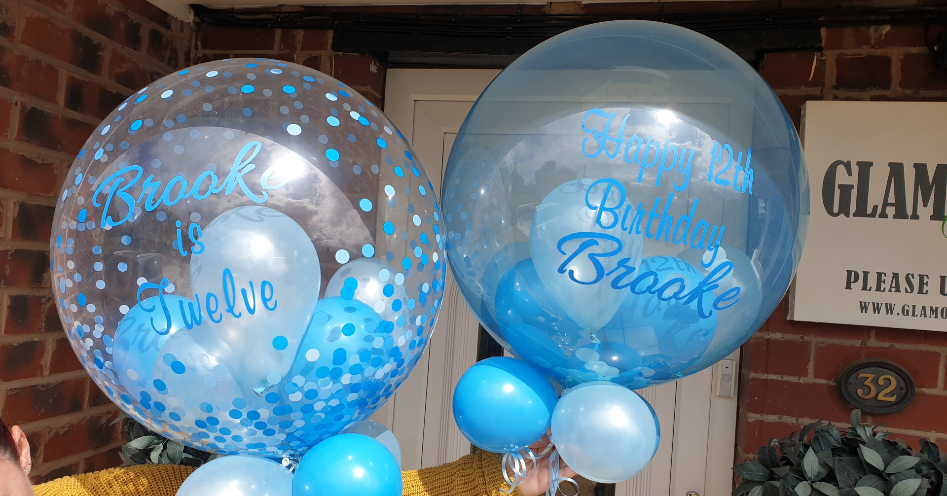 Blue confetti print bubble with blue balloons
