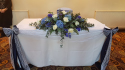 Fresh blue & ivory top table decoration