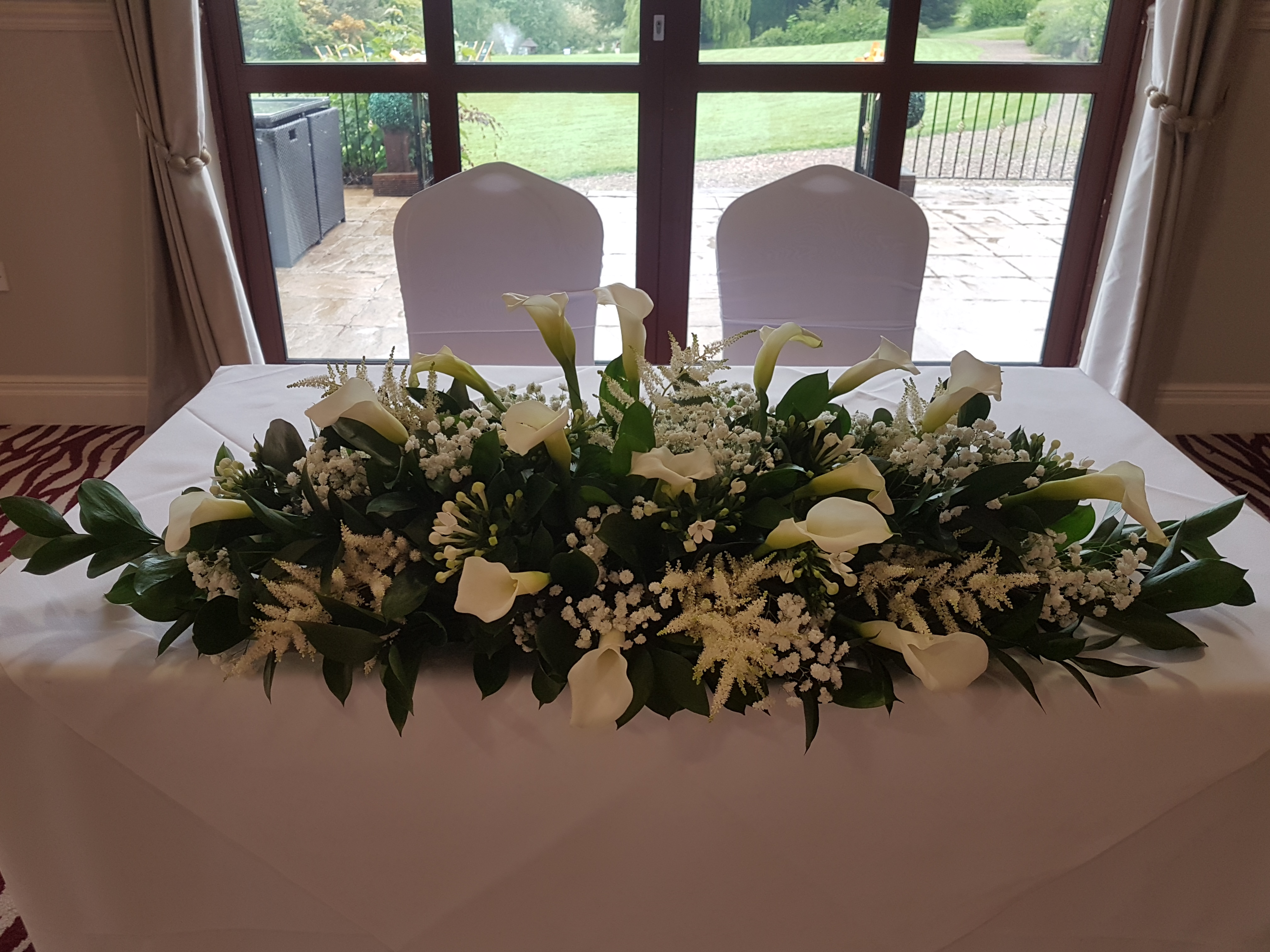 Fresh neutral ivory top table decoration