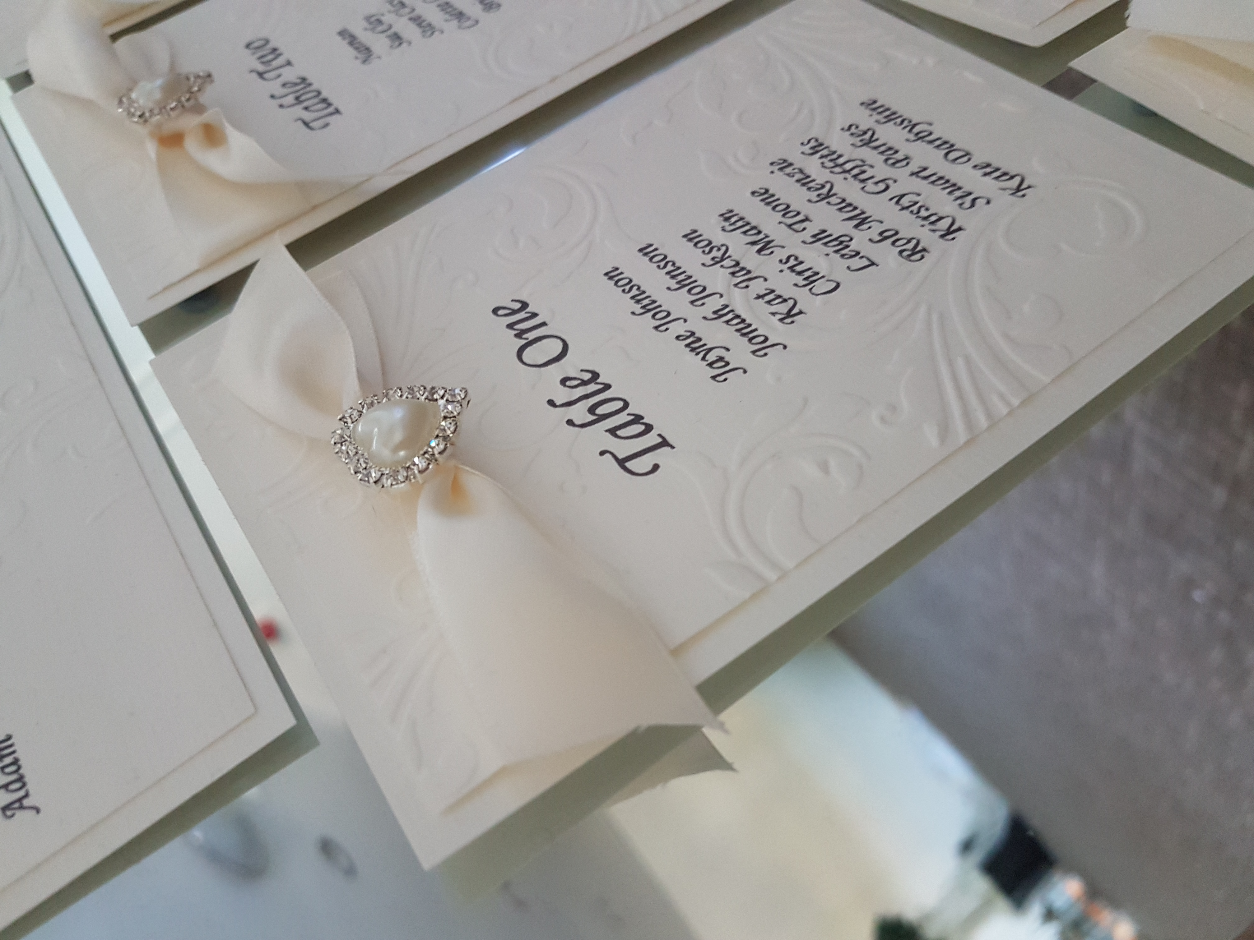 Tying the knot table plan close view