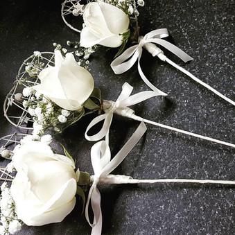 Fresh ivory rose & gyp wands