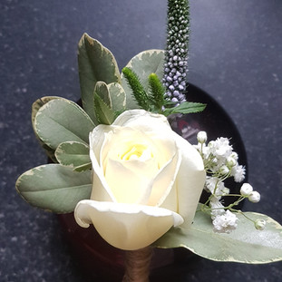 Ivory rose & veronice buttonhole
