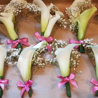 Calla lily & Gyp buttonholes