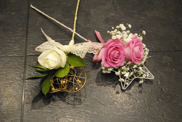 Flowergirl wands with fresh roses & gyp