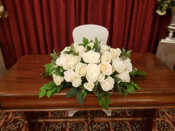 Artificial ivory rose top table decoration