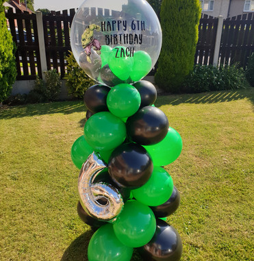 Hulk birthday bubble column with foil number 6