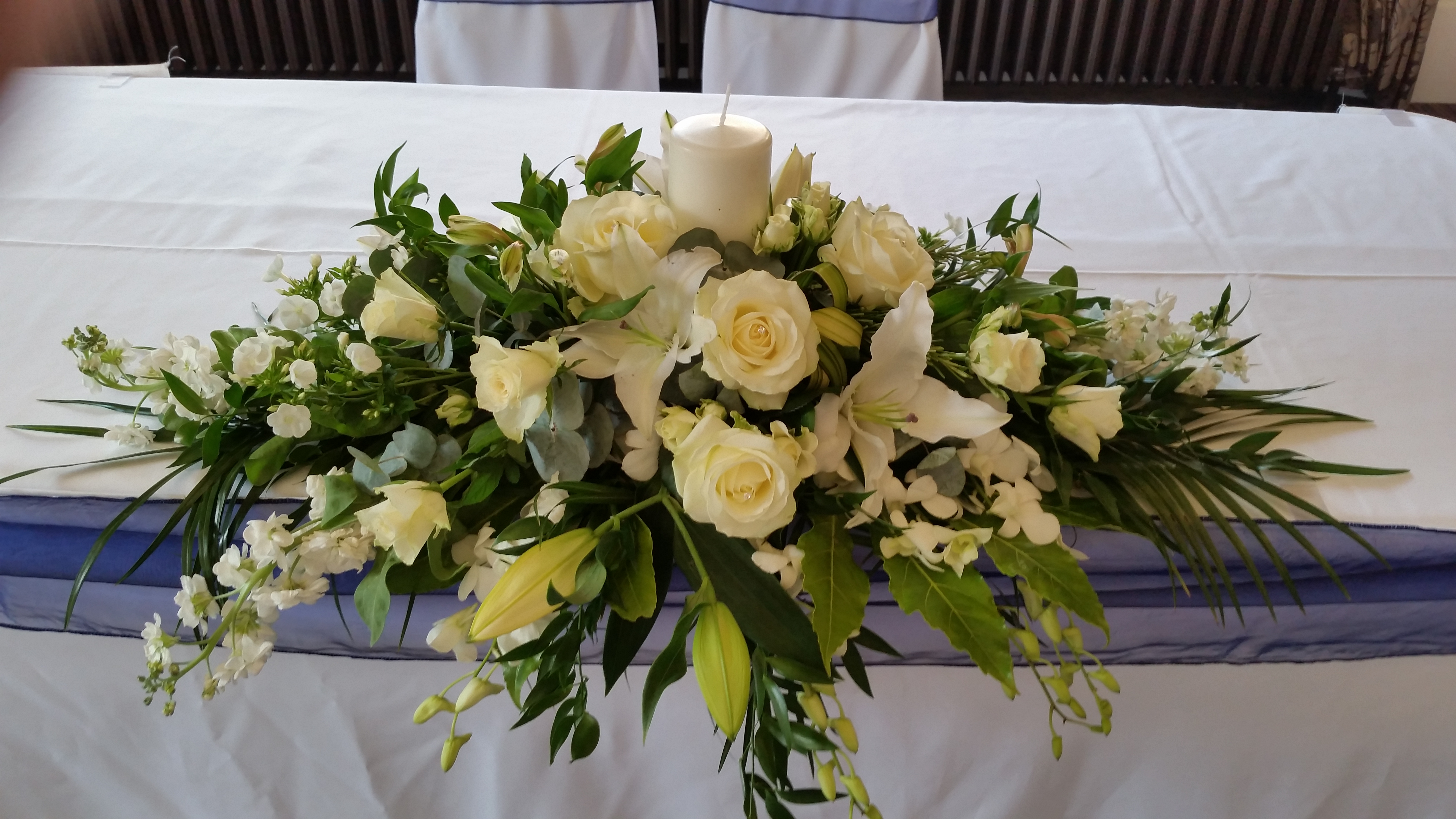 Fresh ivory top table decoration