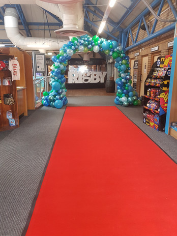 Red Carpet & Organic Balloon Arch